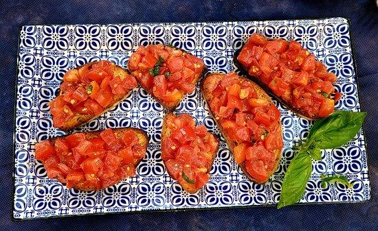 Hervorragend 🥰  Ein Insider Tipp.  Die Bedienung ist hervorragend und das Essen ist Klasse. - Foto van Pizzeria Trattoria da Mirabile, Sicilië - Tripadvisor