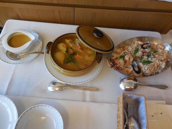 おこもりセットなので部屋食。海鮮ピラフとブイヤベース。ブイヤベースは魚の出汁がよく出ており絶品でした。