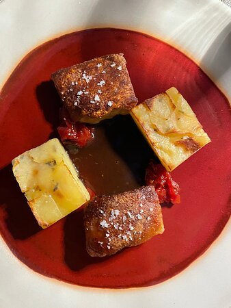 Crunchy pork belly with tomato chutney, scalloped potatoes with oregano.