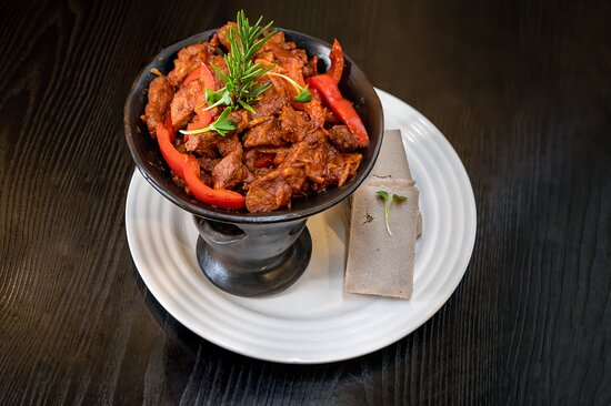 Awaze Tibs: served with injera sour bread 🥘 reigning from Ethiopia 🇪🇹 Stew with sautéed beef and vegetables pan-fried in traditional kibbeh butter and berbere spice 😍  Order this delicious dish for delivery and we will bring Africa into the comfort of your home 🏡