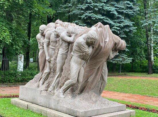 Sculptural composition Death of the Leader