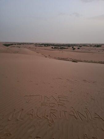 Chinguetti desert, watching the sunset from the dunes
