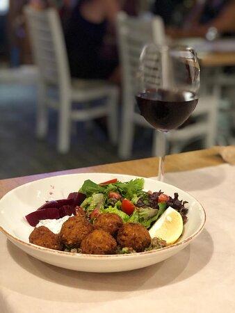 Falafel Kase ve Kırmızı Şarap
