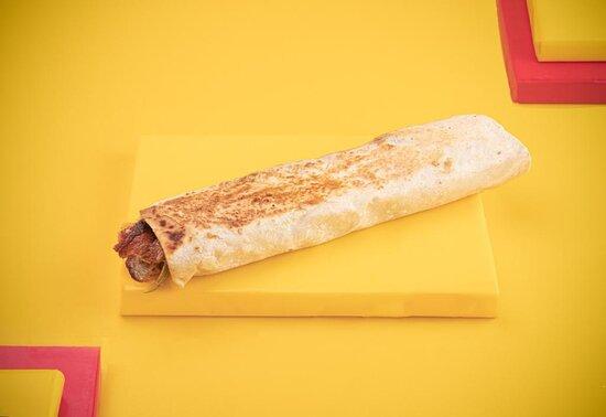 ساندوتش شاورما دجاج كبير Large Sandwich Shawarma Chicken ساندويتش شاورما دجاج مع الثوم والطرشي بالاضافة الى البطاطس والرنش  Large Shawarma Chicken Sandwich with Garlick and Pickles with French Fries and Ranch