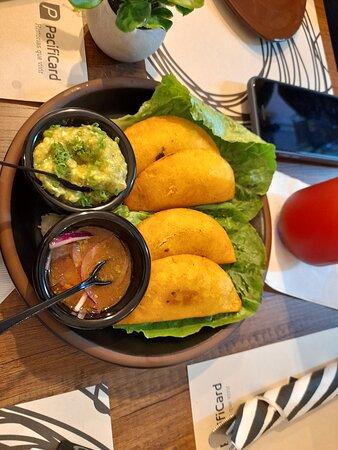 Sorrentinos de Jamon y Mozzarella con Crema de Pesto - Εικόνα του Monpatiu, Γκουαγιακίλ - Tripadvisor