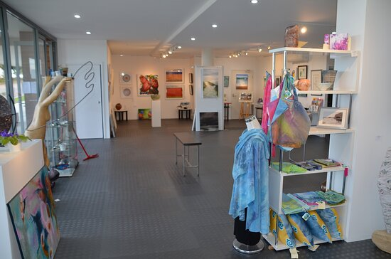 Caves Beach, Australia: A fantastic variety of fine art and craft - so much to see!