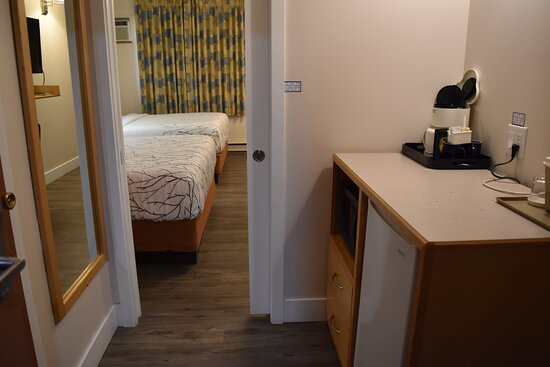 Two queen - Newly renovated - separate additional area