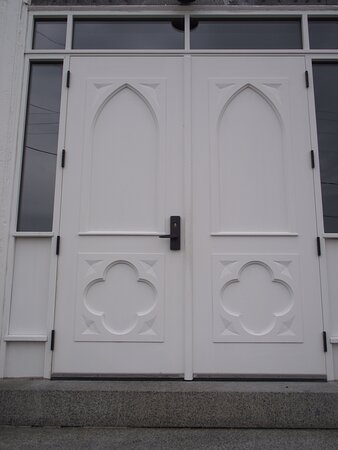 NH - DOVER - ST MARY'S CHURCH - CENTER FRONT DOOR'S GOTHIC ARCHES