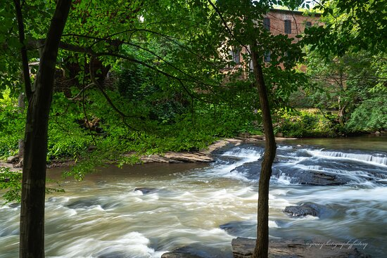 Downstream water action of Vickery Creek