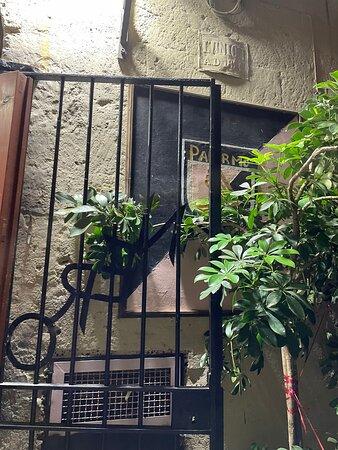 Foto de Trattoria Al Vecchio Club Rosanero, Sicilia: Le pareti sono tutte decorate con cimeli del Palermo Calcio - Tripadvisor