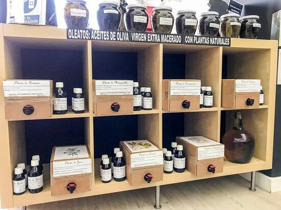 Oleatos, aceites de oliva virgen extra macerados con plantas naturales de uso tópico. Romero, Hipérico, Manzanilla, Siempreviva, Laurel...