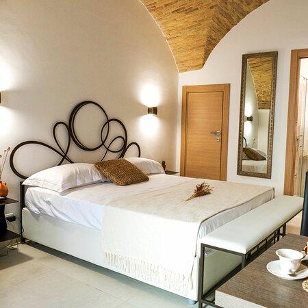 Campomarino, Italia: Suite 21 è la dimora completamente indipendente. Munita di spazio cucina e vasca idromassaggio con cromoterapia, restituisce una sensazione di naturale benessere e tranquillità.