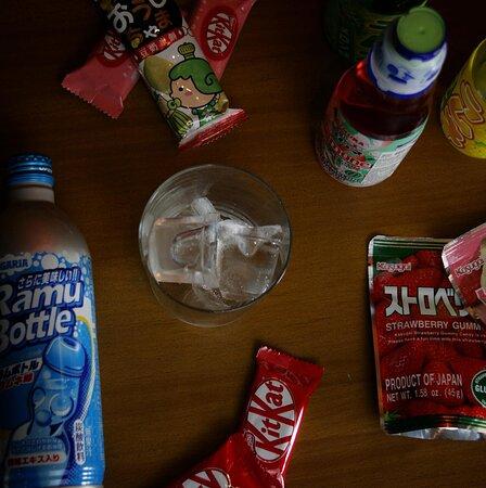 Siempre intentamos traeros refrescos y golosinas de Japón, ¡para que podáis probar hasta el último Kit-kat!