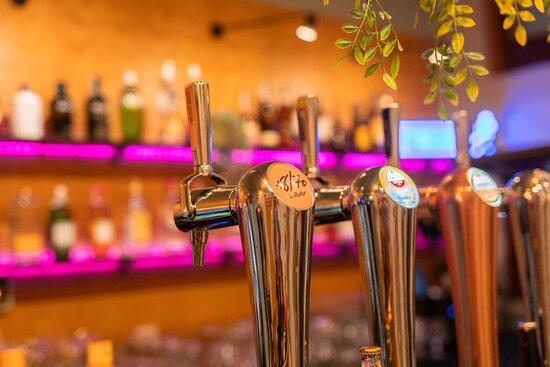 ¿Quién dice que no a una buena cerveza fresquita y bien puesta? Si además la acompañas con una terraza al aire libre como la nuestra...