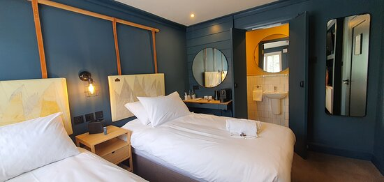 Tracy Keoghan 2021 - Astrid Room - Mammuko -Our new plush rooms at the Lemon Leaf Townhouse, designed to the highest standards for your comfort and pleasure