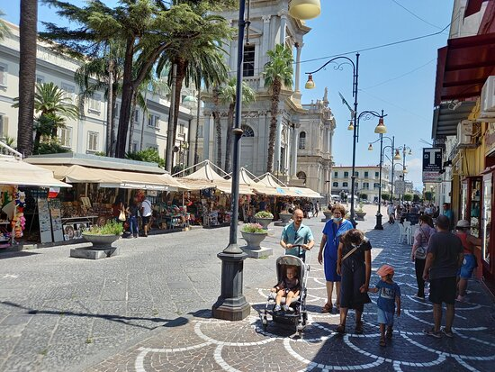 Pompéi, Italie : Bancarelle vicino Santuario