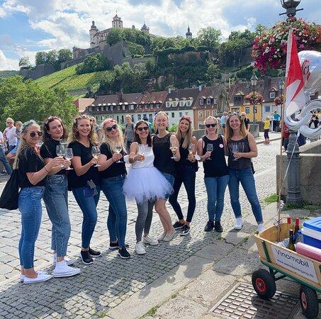 Würzburg, Alemania: Weinspaziergang zum JGA