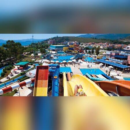 Aquapark tesisimiz dışında 10 adım yürüme mesafesindedir tam pansiyon satın alan misafirlerimiz ücretsiz yararlanabilir