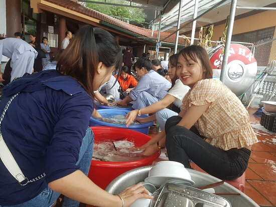 Washing dishes after meal at Tay Thien zen monsastery