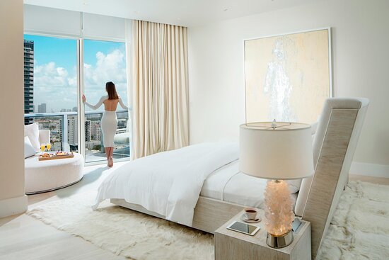 King E-WOW Penthouse Suite