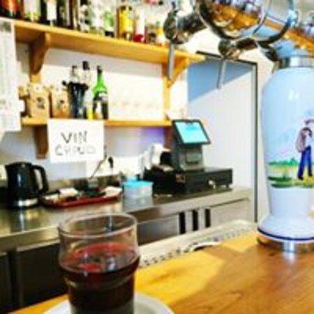 Nombreux cocktails et boissons du pays-basque