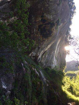 Day 2: stage con Franco Laudanna Del Guerra, Sul sentiero verso la Grotta all'Onda (alle pendici del monte Matanna, nella frazione di Casoli)
