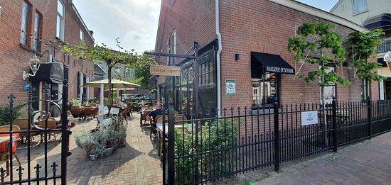 Foto de Hotel Heere, Raamsdonksveer: Heerlijk borrelen op het terras - Tripadvisor