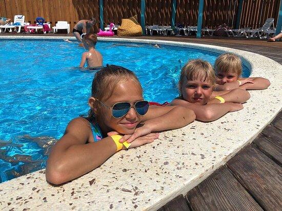 Oasis pool complex