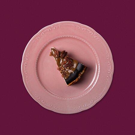 Баскский чизкейк с карамелью и пеканом.