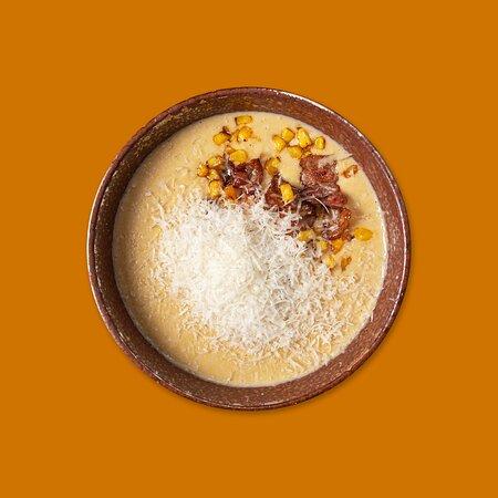 Крем суп из кукурузы с креветками и пармезаном.