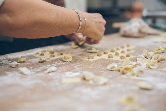 cappelletti faits à la main (farcis au veau et zeste de citron)
