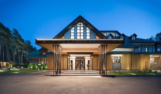 ONOVO Dendra Hotel — це перший дендра-готель в Україні. Іноді, важко знайти баланс між метушнею міста і спокоєм природи, між роботою і відпочинком. Наш готель створений для того щоб стати місцем, де можна відновити сили і завести нові бізнес-контакти.