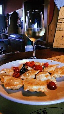 Tordelli di burrata con pomodorino datterino al profumo di basilico fresco / Tordelli with burrata and tomato date with the scent of fresh basil