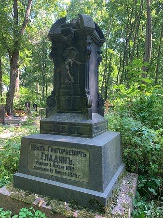 Территория Волковского лютеранского кладбища