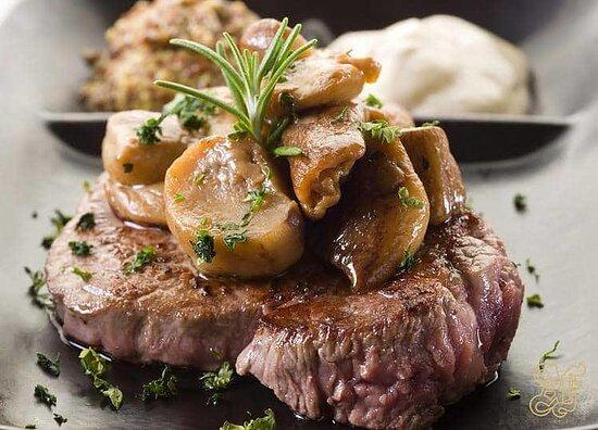 """Tagliata di Manzo ai Funghi Porcini. Le nostre Carni provengono dalla storica macelleria """"Annibale"""" di Via di Ripetta"""