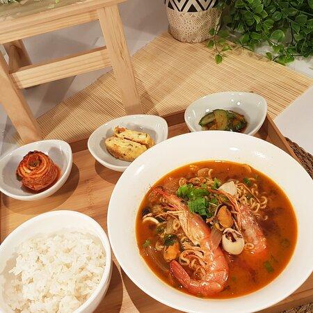 Ramen coreano ( marisco o verdura o carne)