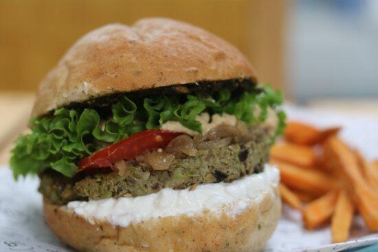 Hamburguesa Vegetariana de Chicharos y Berenjena