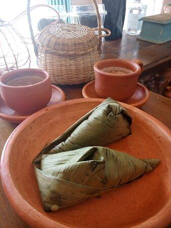 Chorizos al guarapo sobre papitas criollas al Romero,desayunos,Masato frío,quiches,tamales,empanadas nixtamalizadas y muchas opciones más