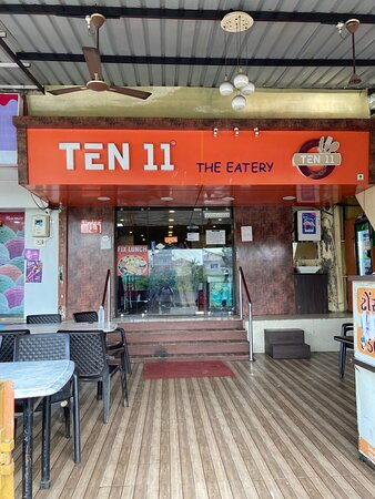 Ten 11 restaurant, one of the finest in Nadiad, go there for lip-smacking Indo-Chinese or Punjabi at ridiculously low prices.