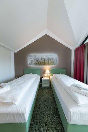 Guestroom E1D 5