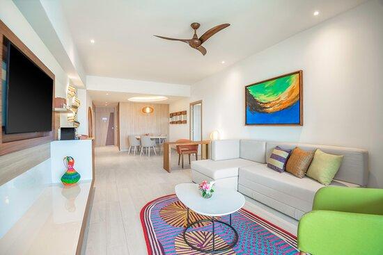 Ocean View One Bedroom Master Suite Living Room