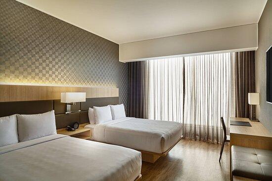 Double/Double Deluxe Guest Room - Oceanfront