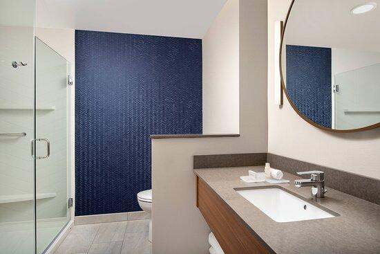King Room Guest Bathroom