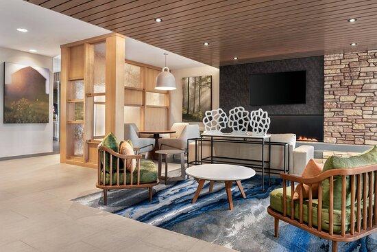 Fairfield Inn and Suites Milwaukee West