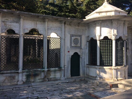 Istanbul, Turkey: Tarihi Çeşmeler - Dolmabahçe