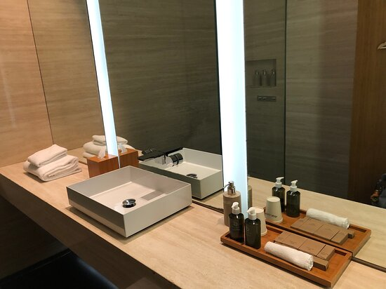 Cathay Pacific: Wing First Class Lounge - shower room sink and large counter