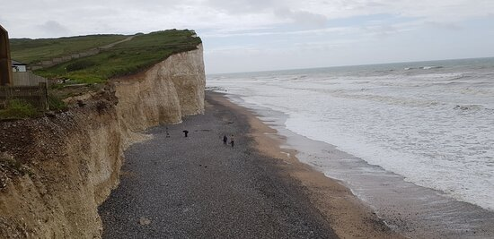 Wonderful views, there is a staircase where you can walk down to the beach