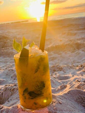 Prawdopodobnie najlepsze mojito i pinacolada na wybrzeżu. Tylko u nas widok na morze na samej plaży