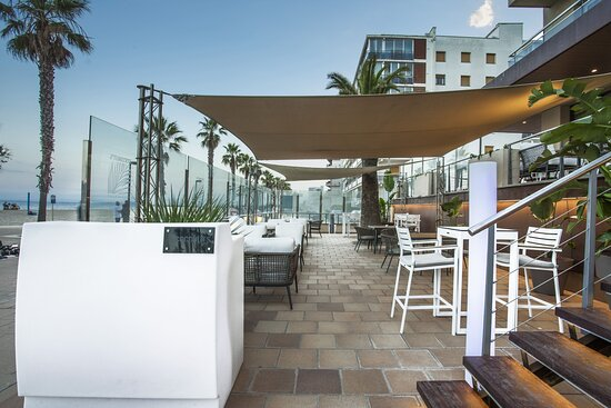 Coconut's Bar lounge