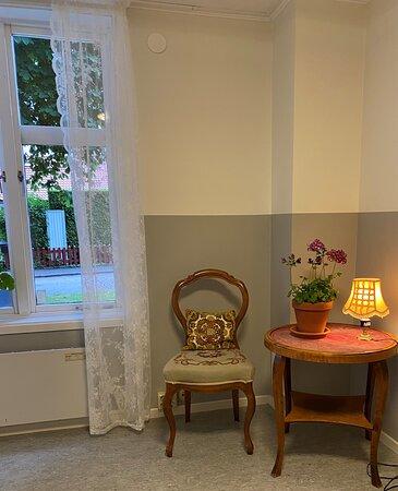 Falkoping, Sverige: Del av lobby på Mössebergs vandrarhem, Mössebergsparken, Falköping